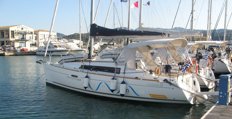 Beneteau Oceanis 31 for charter Greece