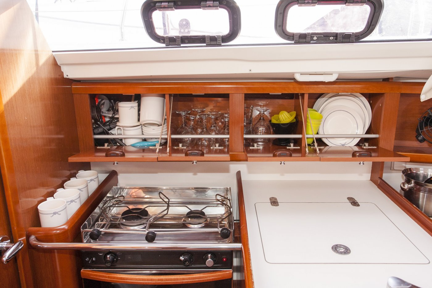 oceanis 31 galley